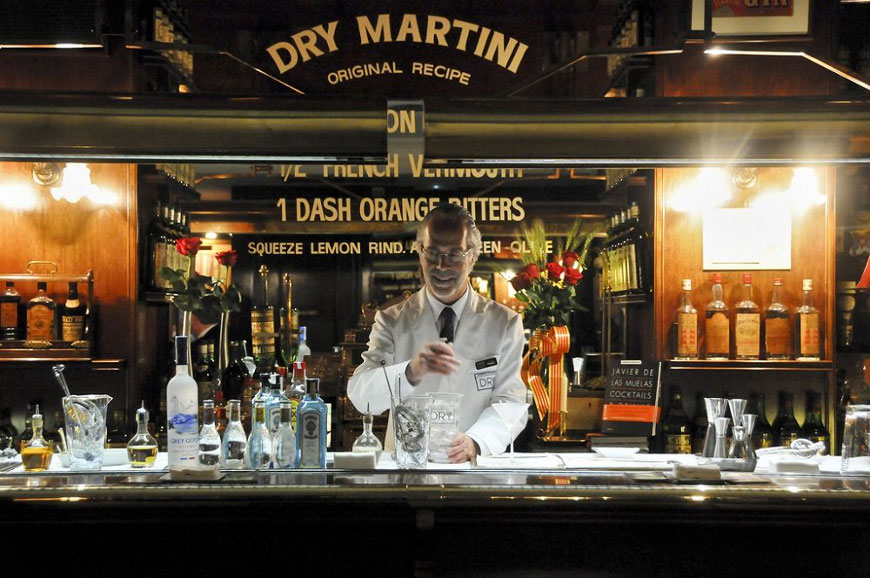 Dry Martini Cocktail Bar
